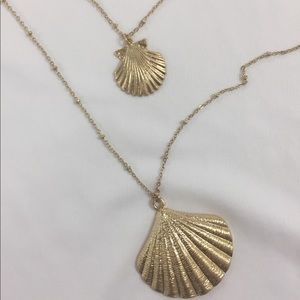 Shell layered necklace gold NWOT 🐚